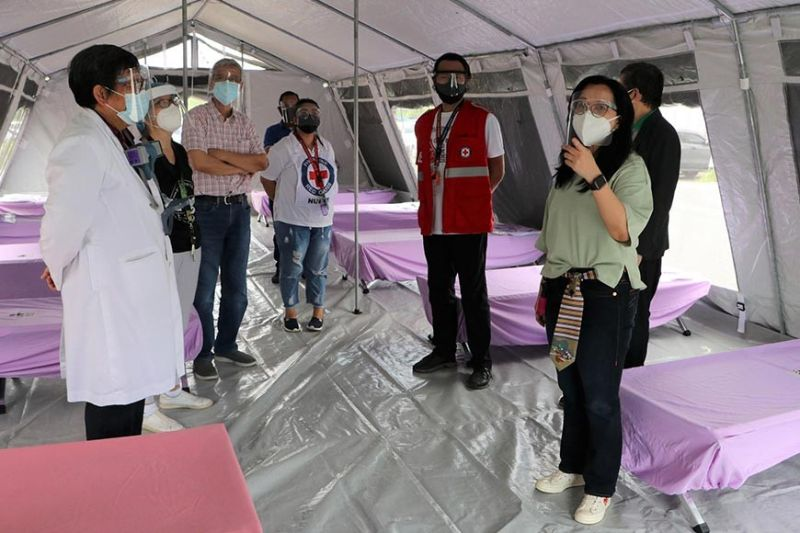 PAMPANGA. SBMA Chairman and Administrator Wilma T. Eisma inspects the Covid-19 medical tent, along with local infectious diseases expert Dr. Erlinda Alconga and other Baypointe Hospital officials. (Contributed photo)
