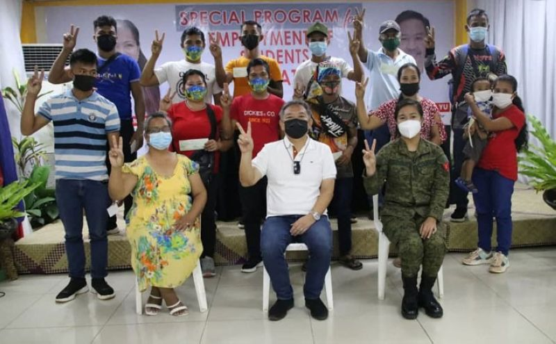 ZAMBOANGA. Twelve former communist terrorist New People's Army receive P20,000 each financial assistance from the Zamboanga del Sur Provincial Task Force to End Local Communist Armed Conflict (PTF-Elcac). A photo handout shows the recipients of the financial (standing) in a group photo session with Zamboanga del Sur Governor and PTF-Elcac Chairperson Victor Yu (seated, center) and other government and military officials. (SunStar Zamboanga)
