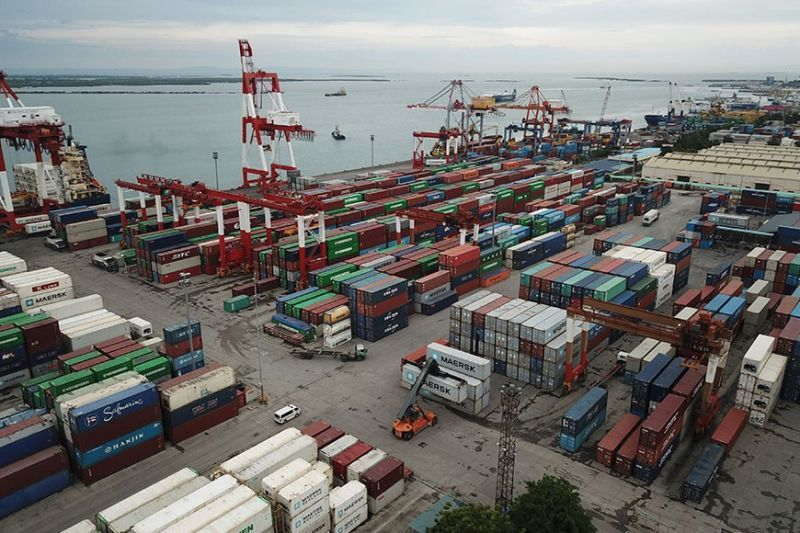 LOGISTICS CRISIS. Importers and exporters are advised to adjust operations as the Covid-19 pandemic shuts down some transshipment ports. (SunStar file)