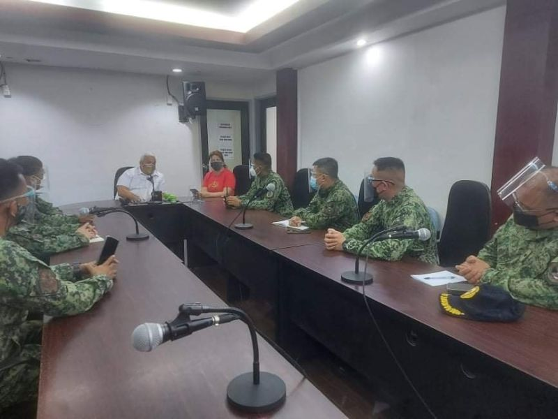 MEETING ON POLICE VISIBILITY. Mayor Carmelo Lazatin Jr. and Executive Assistant IV Reina Manuel on August 23, 2021 met with Angeles City Police Office Director Colonel Rommel Batangan and six station commanders, for more police visibility in the city's streets, particularly along public markets, to deter theft and robbery of business establishments. (Angeles City Information Office)