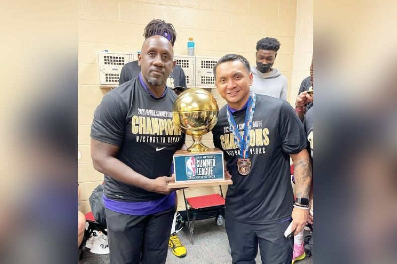Filipino basketball great Jimmy Alapag expressed his gratitude to head coach Bobby Jackson for the opportunity to be part of the coaching staff of the Stockton Kings. / Jimmy Alapag Instagram