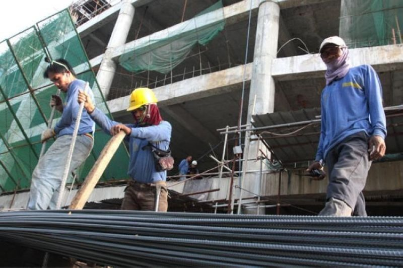 EMPLOYMENT. The share of construction to total employment of 45.075 million as of June 2021 translates to 9.6 percent. (SunStar file)