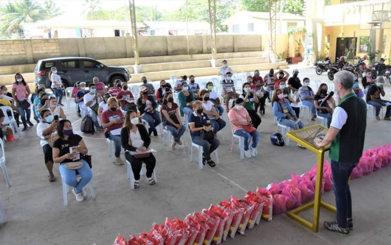 NEGROS OCCIDENTAL. Governor Eugenio Jose Bong Lacson leads the info drive highlighting the Genden Responsive Migrant Resource Center (MRC) held in San Carlos City on August 31 in partnership with the OFW Negros Occidental Federation. (Richard Malihan photo)