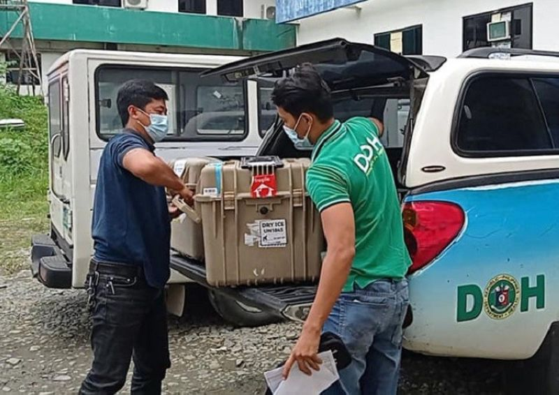 ARRIVAL OF VACCINES. The Department of Health (DOH)-Zamboanga Peninsula receives on Thursday, September 2, some 12,300 vaccine doses (5,280 Sinovac and 7,020 Pfizer) from the DOH-Central Office as the government's vaccination program continues. A photo handout shows DOH personnel unloading boxes of vaccines at the Zamboanga del Sur Integrated Provincial Health Office (ZDSIPHO) as 1,200 of the 7,020 doses of Pfizer went sent on the same day to the ZCSIPHO in Pagadian City. (SunStar Zamboanga)