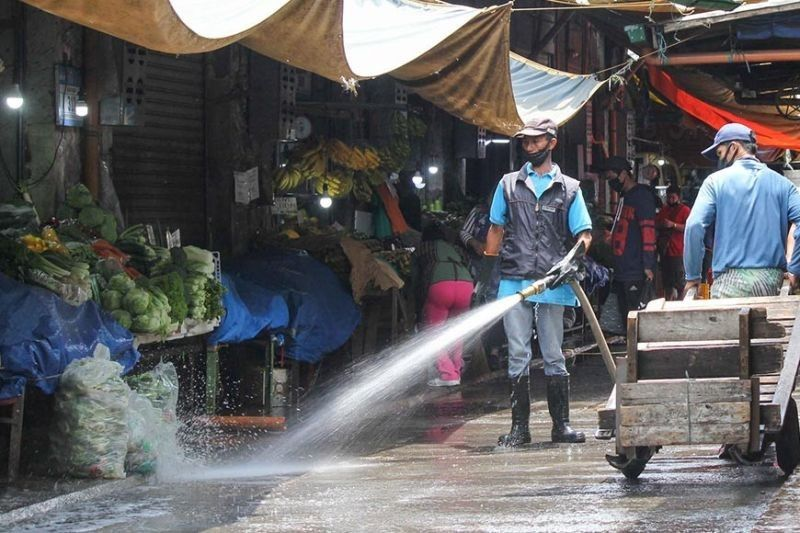 BAGUIO. In this photo taken in April, city workers clean and disinfect the public market in a bid to curb the spread of Covid–19. (SunStar Baguio File)