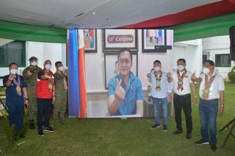 SULU. Malasakit Center officials of Jolo Sanitarium and Jolo, Sulu in posterity with Senator Christopher 'Bong' Go during the opening of Malasakit Center in the hospital. (Contributed photo)