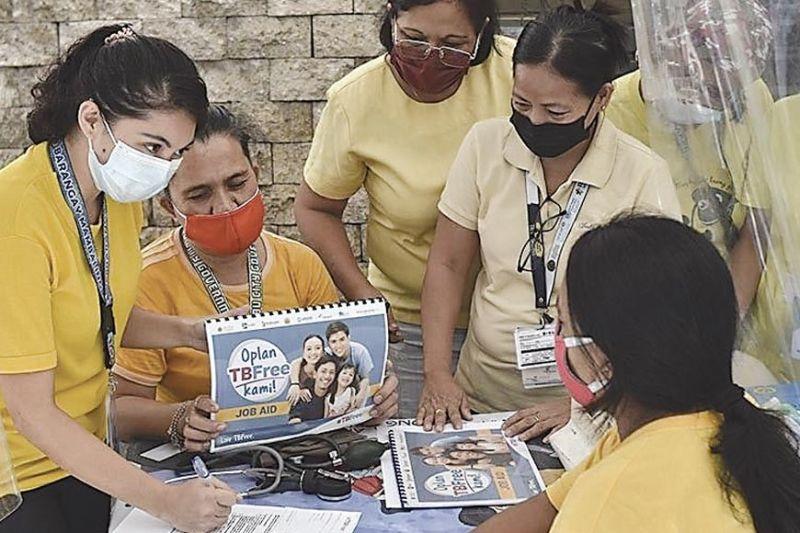 HEALTHCARE WORKERS: Dunay 48 ka healthcare workers sa Cebu City Health Office ang gi-mobilize alang sa CiTEC. / Tampo