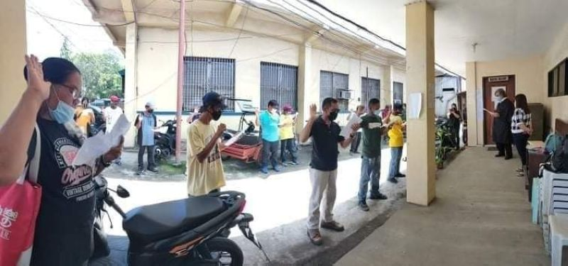NEGROS. Potential agrarian reform beneficiaries in Hinigaran took their oath at the Hinigaran Municipal Trial Court recently. (Contributed photo)