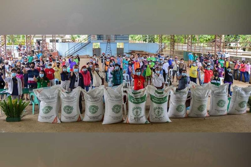 NEGROS OCCIDENTAL. At least 200 rice farmers in two barangays of San Carlos City receive high-quality seeds from the Philippine Rice Research Institute on September 2, 2021. (Contributed photo)