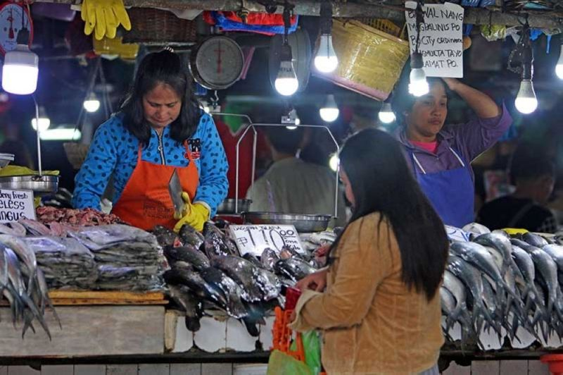 UPTREND. Fish inflation, in particular, accelerated to 12.4 percent from 9.3 percent due to the impact of the southwest monsoon and onset of the rainy season. (SunStar file)