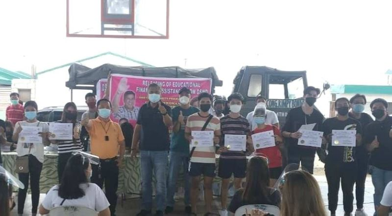 EDUCATIONAL AID. Mayor Danilo Guintu, Board Member Pol Balingit and SB members lead the distribution of cash grants to college students in Masantol town. (Contributed photo)