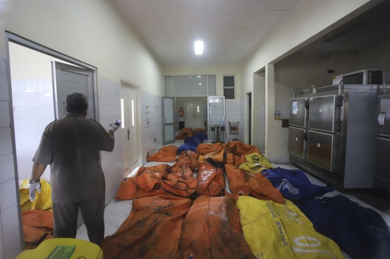 INDONESIA. Staff members stand among body bags containing the bodies of the victims of a prison fire at the local hospital's morgue in Tangerang on the outskirts of Jakarta, Indonesia, Wednesday, September 8, 2021. A massive fire raged through an overcrowded prison near Indonesia's capital early Wednesday, killing a number of inmates. (AP Photo)
