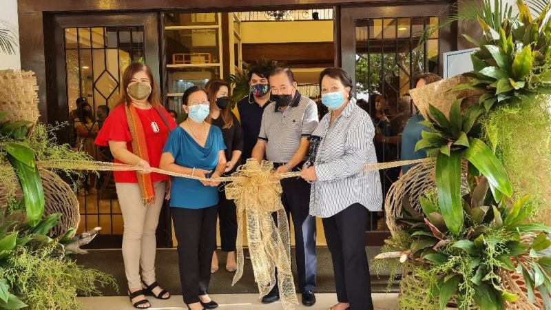 NEGROS OCCIDENTAL. Resorts Negrense owner Enrique Rojas (second from right) with wife, Lourdes (left), Negros Occidental Tourism Officer Jennylind Cordero (right) and Casa Noble president Ging Noble (second from left) during the reopening of the resort-hotel at Barangay Punta Taytay in Bacolod City September 8, 2021. Also in the photo are Bacolod City Councilors Israel Salangga and Cindy Rojas. (Erwin P. Nicavera photo)