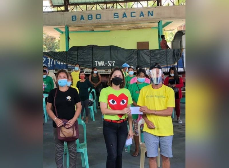 PROJECT SAUP. Board Member Fritzie David-Dizon led the gift-giving program at the Saup Project in Barangay Babo Sacan in Porac through the help of the provincial government. (Contributed photo)