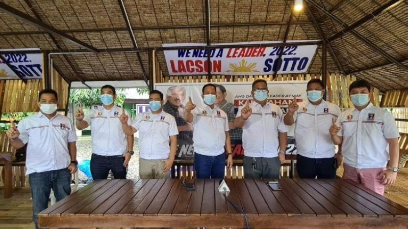 LACSON-SOTTO SUPPORTERS. Supporters of presidential aspirant Senator Ping Lacson andvice-presidential candidate Senator Tito Sotto tandem (L-R) Captain Robert Tayag; Dennis Santos, Pot Carlos, former Councilor Loret Santos, Bong Bernal, Bok Carino and Councilor Archie Basilio show their support during September 8's simultaneous nationwide proclamation of the Partido Reporma and National People's Coalition official standard-bearers. (Chris Navarro)