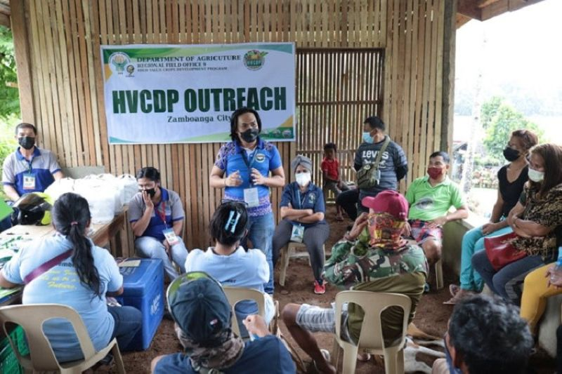OUTREACH PROGRAM. The Department of Agriculture, through its High Value Crops Development Program (HVCDP), distributes assorted vegetable seeds to farmers during an outreach program on Wednesday, September 8, in Sibulao village, east of Zamboanga City. A photo handout shows the recipient-farmers listening to an agriculture official during the activity. (SunStar Zamboanga)