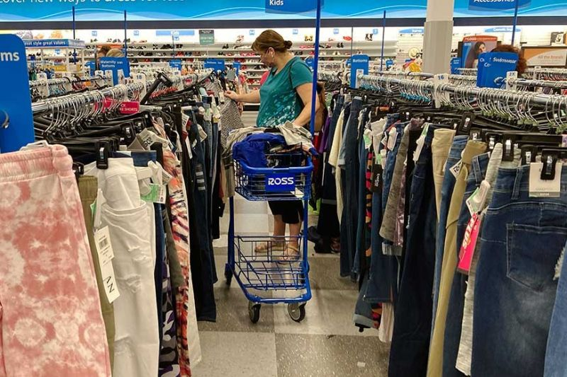 """HOPEFUL. Local retailers have yet to see signs of economic recovery due to the Delta variant threat and the low vaccination rate in the country but they remain hopeful that the """"season of giving"""" would boost sales traffic in the last quarter of this year. / AP"""