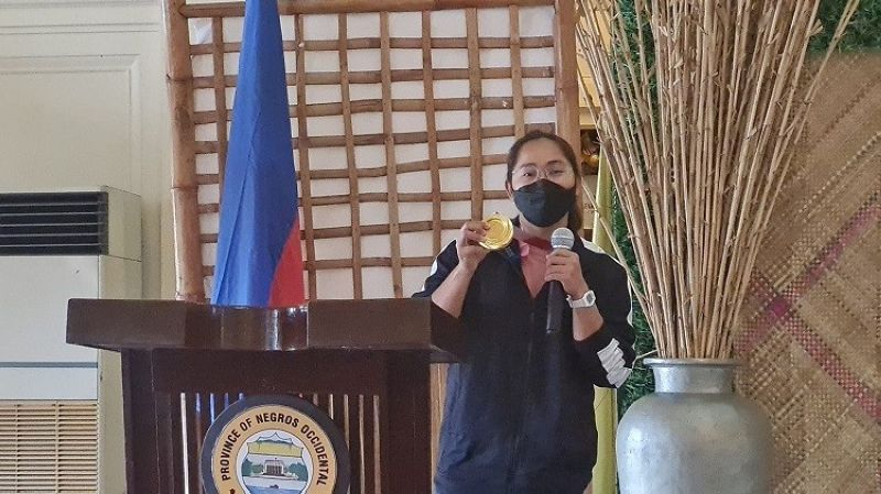 NEGROS. Hidilyn Diaz speaks at the tribute given to her by Negros Occidental government Friday, September 10. (SunStar Bacolod photo)