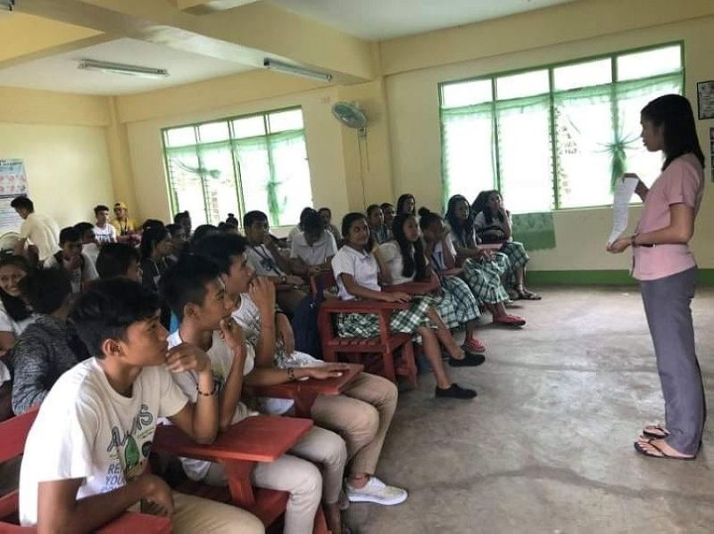 BACOLOD. Blended learning method will continue to be used for school year 2021-2022 since face-to-face classes like this are not yet possible. (File photo)