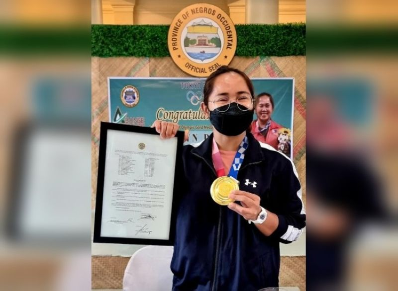 SPORTS HEROINE Hidilyn Diaz visits the Province of Negros Occidental after being conferred a title as the adopted daughter of the province. (Carla N. Canet photo)