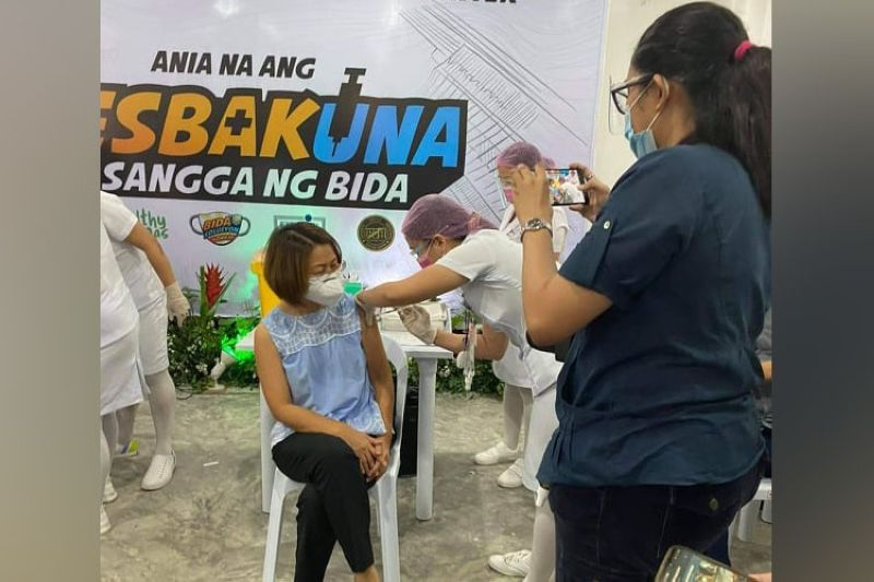 Dr. Mary Jean Loreche's first jab during the ceremonial Covid-19 vaccination in Cebu City at Vicente Sotto Memorial Medical Center last March 4, 2021. (File photo)