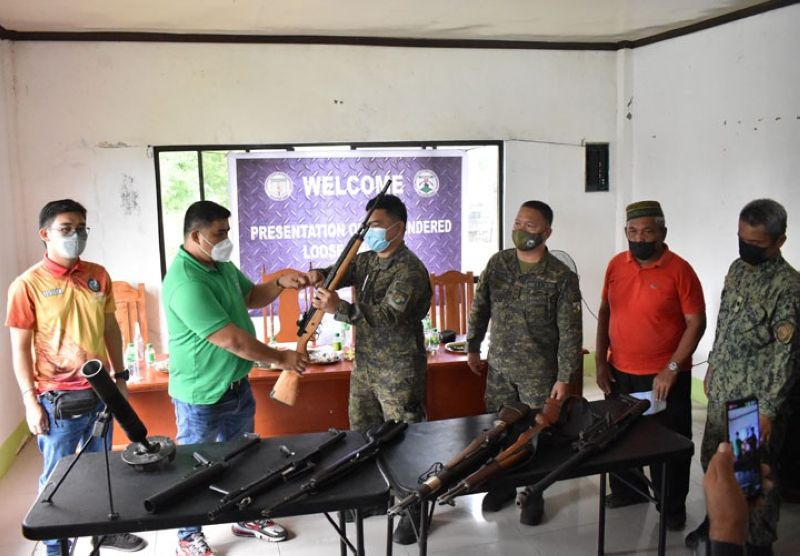 LOOSE FIREARMS. Officials of the municipal government of Talitay, Maguindanao, in support of the government's campaign against loose firearms, yield eight unlicensed guns to military authorities on Wednesday, September 8, 2021. A photo handout shows Lieutenant Colonel Samuel Nadala Jr., 2nd Mechanized Infantry Battalion commander (4th from right), receives one of the surrendered guns from an official of Talitay town. (SunStar Zamboanga)