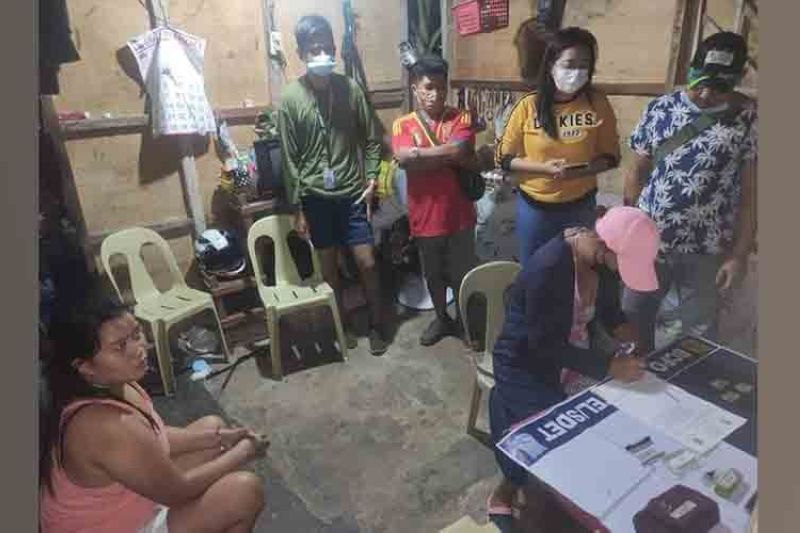 Geraldine Ereje was nabbed with P68,000 worth of suspected shabu shabu at her residence at Barangay Alijis in Bacolod City. (Contributed photo)