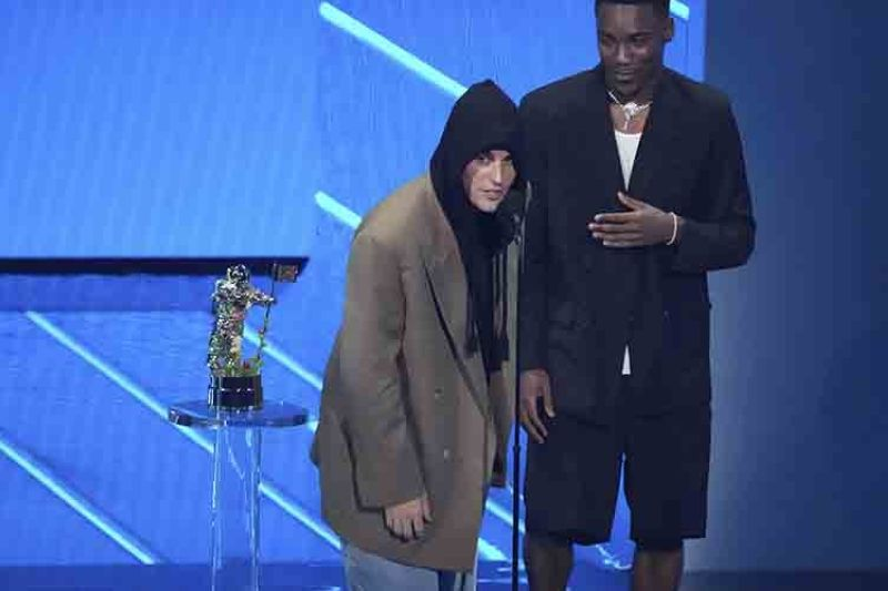 Justin Bieber, left, and Giveon accept the award for best pop song for