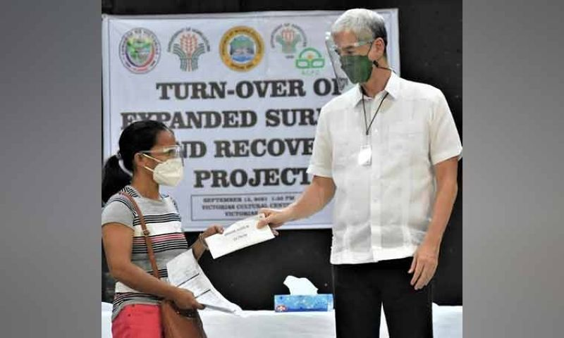 NEGROS. Governor Eugenio Jose Lacson (right) turns over a loan assistance to one of the 218 farmer-recipients from Victorias City in rites held at the city's cultural center Monday, September 13, 2021. (Capitol Photo)