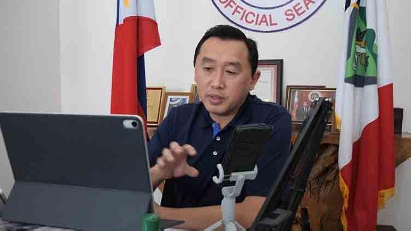 Bohol Governor Arthur Yap (Hulagway gikan sa Facebook page ni Governor Art Yap)