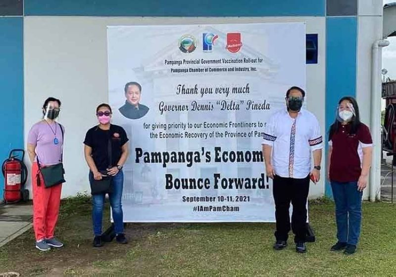 ECONOMIC REBOUND. Executives of the Pampanga Chamber of Commerce and Industry Inc., led by Executive Director Joyce Del Rosario (left), join Governor Dennis Pineda (2nd, right) during the vaccination of the group's members to assure the province's economic rebound. (Pampanga PIO)