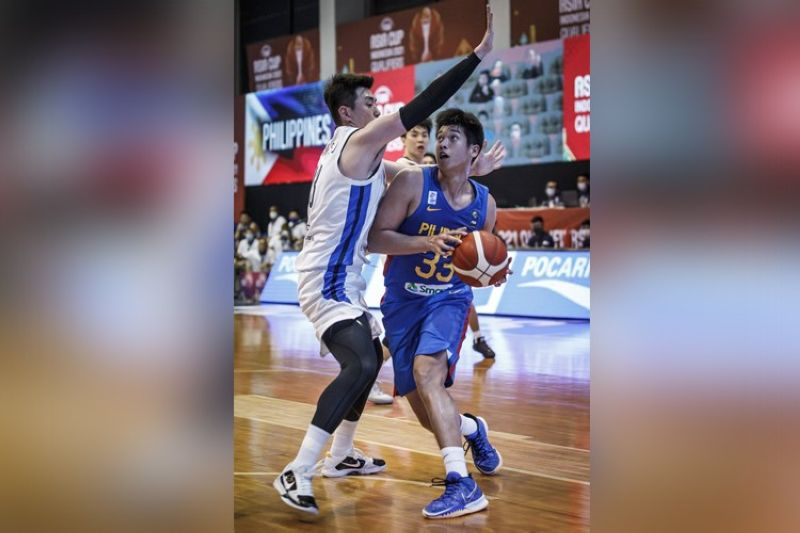 Cavite Governor, Jonvic Remulla, believes great things are in store for Cebuano forward and University of the Philippines recruit, Carl Tamayo. (FIBA)