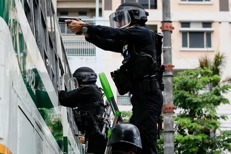 MANILA. In this file photo taken during a simulation exercise in 2018, Philippine National Police personnel show their capability to respond to a terror attack. (File)
