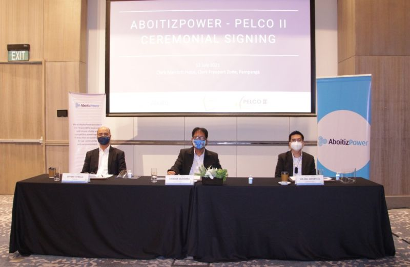 CLEANERGY PARTNERSHIP. AboitizPower and Pampanga Electric Cooperative II (Pelco II) celebrate their Cleanergy partnership through a ceremonial signing led by (from left to right) Jeffrey Estrella, AboitizPower Commercial Operations Business Unit head of wholesale, Amador Guevarra, Pelco II general manager, and Joe-Mel Zaporteza, Pelco II chief management advisor. (Contributed photo)