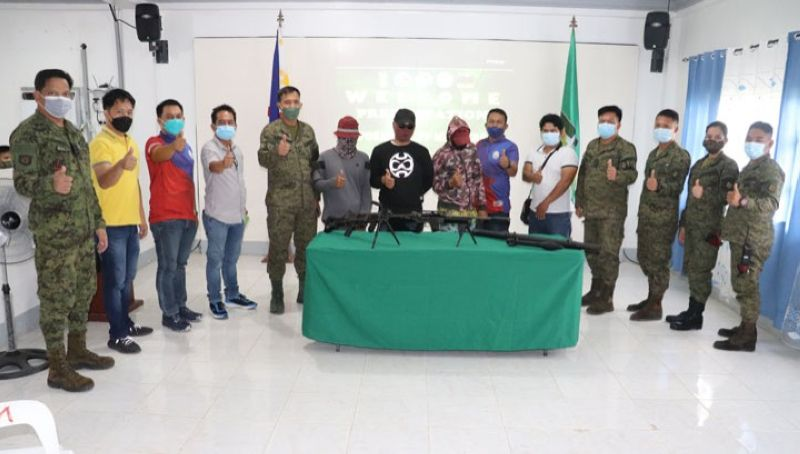 BIFF SURRENDERERS. Three members of the Bangsamoro Islamic Freedom Fighters surrender hand over their firearms to the troops of the 92nd Infantry Battalion on Tuesday, September 14, in Maguindanao. A photo handout shows the three surrenderers (faces covered with masks and wearing baseball caps) together with military and municipal government officials making a thumbs-up sign during a souvenir photo at the Old Capitol in Satan village, Shariff Aguak, Maguindanao. (SunStar Zamboanga)