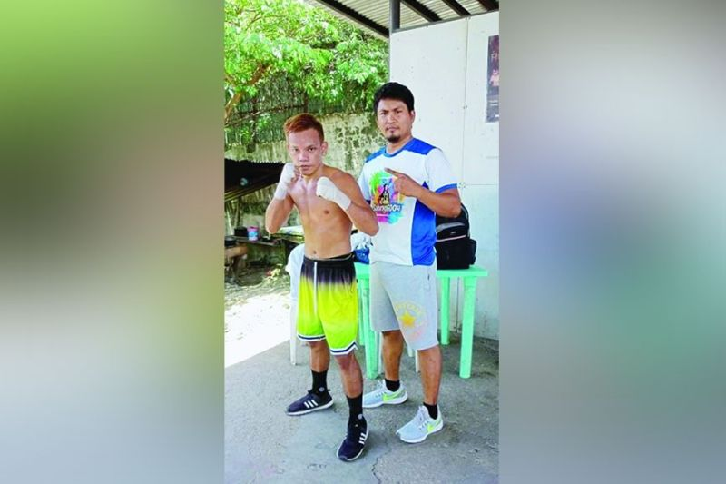 """READY. Christopher Caburog is all geared up for a tough six-round fight on Oct. 16, 2021 in Cebu, said trainer Christopher """"Ping-Ping"""" Tepora. / CHRISTOPHER CABUROG"""