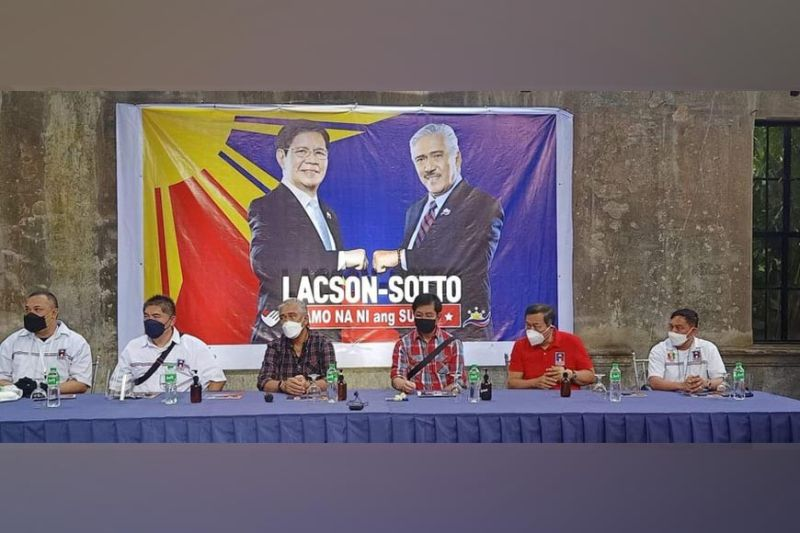 NEGROS. Senators Vicente Sotto III and Panfilo Lacson (seated center) in a press conference at The Ruins in Talisay City, Negros Occidental Thursday, September 16. (Teresa D. Ellera photo)