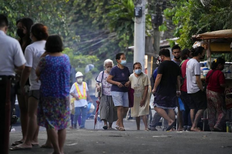 MANILA. Residents walk outside their homes near a locked down area due to a Covid-19 case in Quezon City on Thursday, Sept. 9, 2021. (AP)