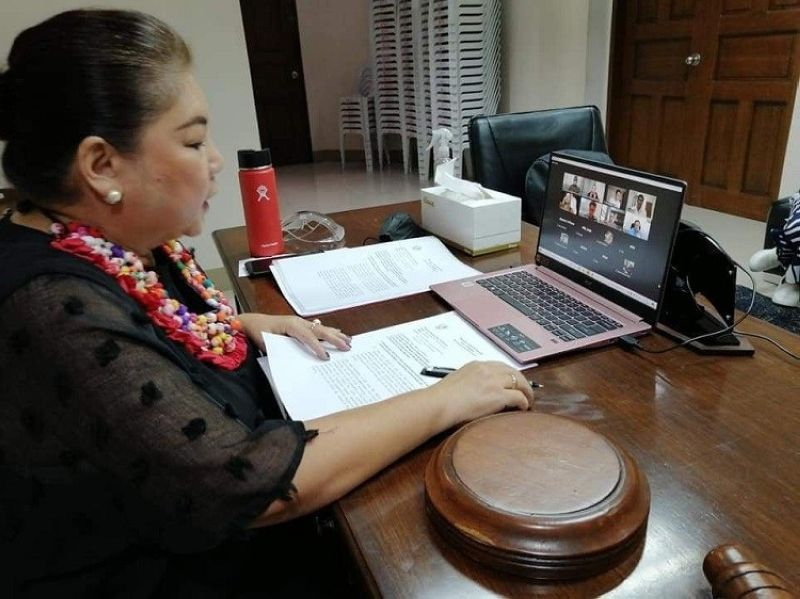 PAMPANGA. Angeles City Vice Mayor Vicky Vega-Cabigting on Tuesday, September 14, 2021, presides over a Sanggunian Panlunsod session via Zoom at the City Council Hall. Due to the pandemic, the local government unit is implementing strict health and safety protocols to prevent the spread of the coronavirus disease (Covid-19). (Chris Navarro)