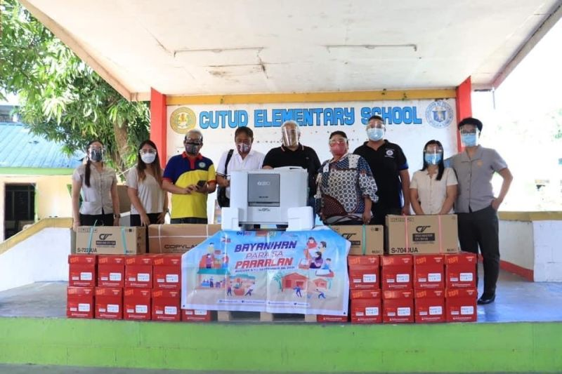 RISOGRAPH MACHINES. Mayor Carmelo 'Pogi' Lazatin, Jr. and Vice Mayor Vicky Vega-Cabigting during the distribution of risograph machines in s Pulung Cacutud Elementary School. (Angeles City Information Office)