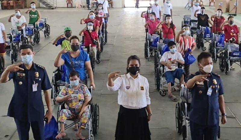GULONG NG PAG-ASA. Patrol Party-List Third District Chairperson  Ate Kay Pineda, Police Regional Office-Central Luzon Deputy Regional Director for Administration Police Brigadier General Narciso Domingo and Police Colonel Romel Velasco flash the 'K' sign on Friday, September 17, 2021, during the distribution of wheelchairs to persons with disabilities and senior citizens coming from the Third District of Pampanga. (Chris Navarro)