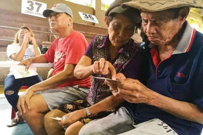 Mandaue City set to release cash aid for senior citizens via LandBank ATM. (File photo)