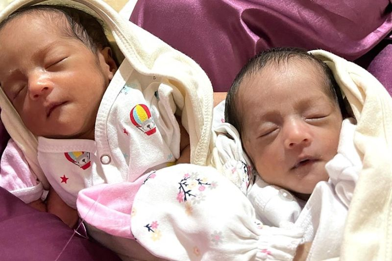 PREEMIE TWINNIES. Identical twin girls Elle and Ella. (Photo by Joy Ann Manalo)