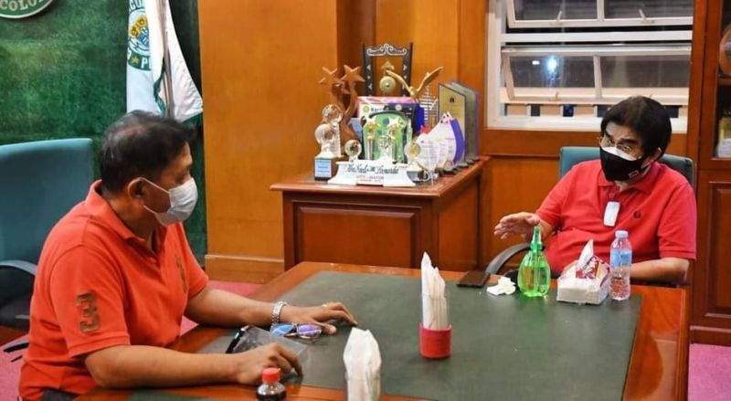 BACOLOD. Bacolod Teachers Federation President Richard Gelangre and Mayor Evelio Leonardia in a meeting to finalize the scholarship grants for teachers in the city. (Bacolod City PIO photo)