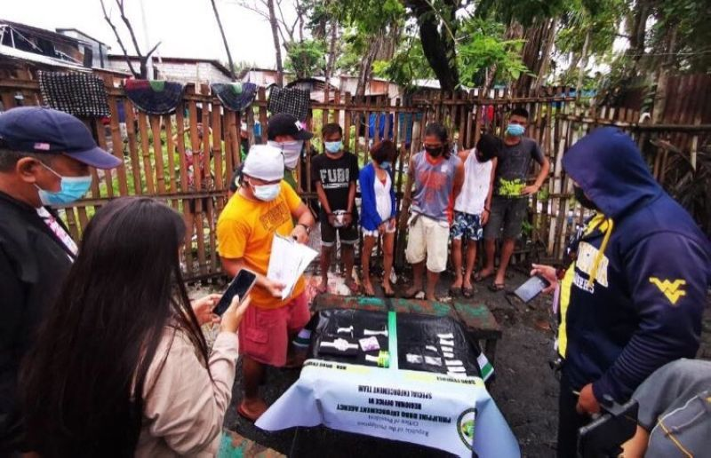 Operatives ofthePhilippine Drug Enforcement Agency (PDEA) in Western Visayasconduct an inventory of the items seized after the dismantling of a drug den at Purok Neptune in Barangay Singcang- Airport, Bacolod CityonMonday, September 20. (ContributedPhoto)
