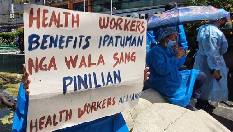 Some health workersjoin thepicket at theFountain ofJusticein Bacolod Cityyesterday, September 21,to call for the release of their benefits. (Contributed photo)