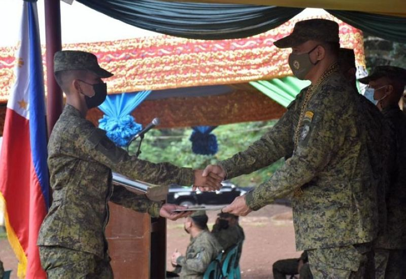 FEMALE TOPNOTCHER. Private Nerna T. Arip, a 23-year-old female Tausug (left), graduates top of the Candidate Soldier Course 'Makagilas' (Muslim At Kristiyano Alakdan Galing Isip Liksi Aming Sandata) Class 656-2021 at 11th Division 'Mastal' Training School in Camp Bud Datu in Tagbak village, Indanan, Sulu. A photo handout shows Arip receiving her certificate from Major General William Gonzales, 11th Infantry Division commander (right) during the graduation ceremony. (SunStar Zamboanga)