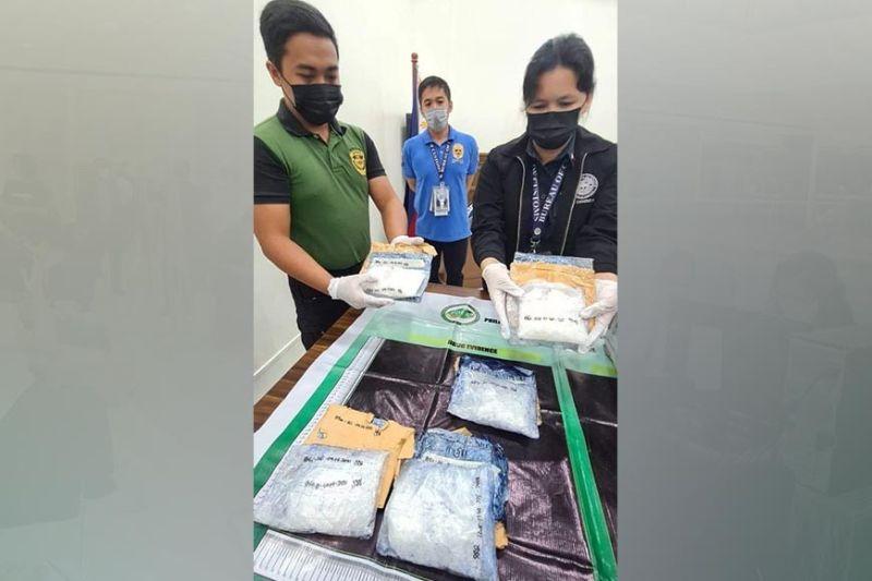SEIZED SHABU. Agents of PDEA and BOC Port of Clark inspect the one kilo of shabu worth P7.4 million intercepted at the Clark International Airport. (Chris Navarro)