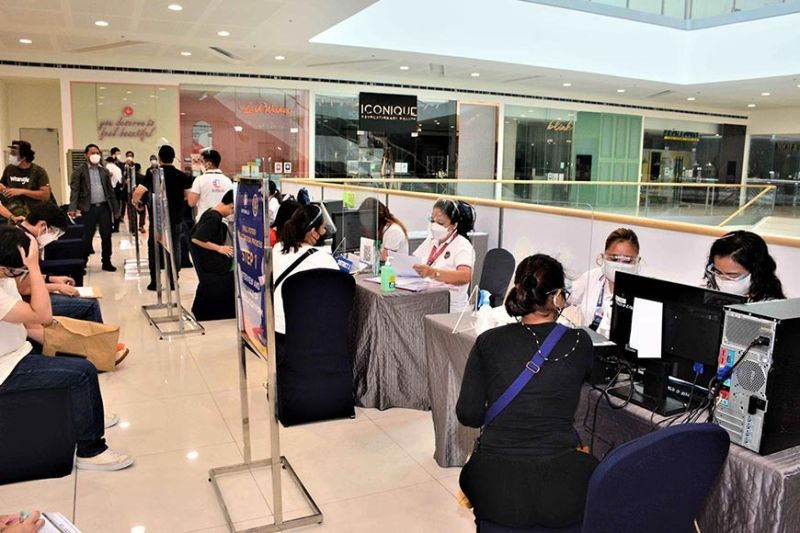 NATIONAL SYNCHRONIZED MALL VOTER REGISTRATION DAY. The Commission on Elections conducts a National Synchronized Mall Registration Day in 40 SM Malls to accommodate more voter applicants before the voter registration deadline. SM Malls strictly implement the health and safety protocols and ensure that registration setups are conveniently accessed by registrants. (Contributed photo)