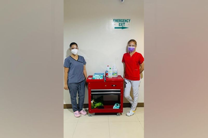 THANK YOU, HEALTH WORKERS. Ashley Ann Otano (L) and Arlene David (R), both nursing attendants, are assigned at the hotel where the letter was left. (Angeles City Information Office)